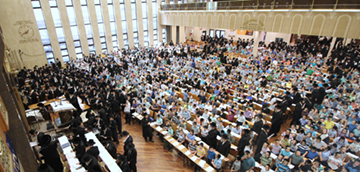 "30,000 School Children Scream ""S'hma"" at Misaskim's 23rd International Tehillim Asifa"