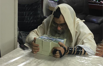 Misaskim's Chanukah Distribution Turns Darkness into Light For 2,100 Yesomim