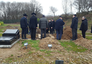 Misaskim Manchester Bury a Meis Mitzvah, Finally Brought to Rest After 14 Months