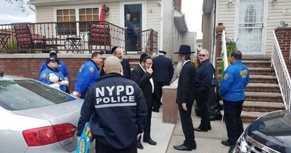 Misaskim and NYPD Visit Grieving Brooklyn Mom In Show Of Communal Support